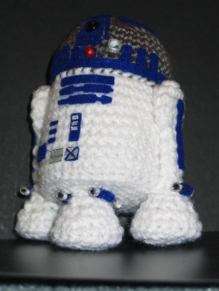 Amigurumi Snoopy Pattern Free : Ten Recycled R2-D2s RecycleNation