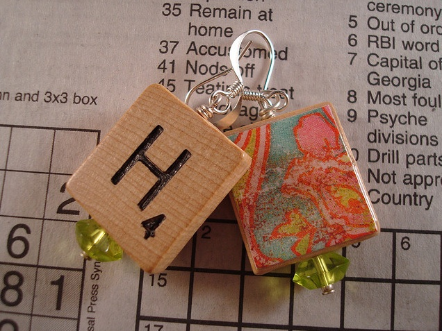 Scrabble earring1 Ten Creative Ways to Recycle Scrabble Tiles