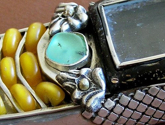 10 vampmob1 detail Ten Incredible Steampunk Cell Phones