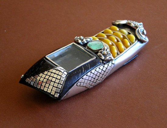 10 vampmob2 Ten Incredible Steampunk Cell Phones