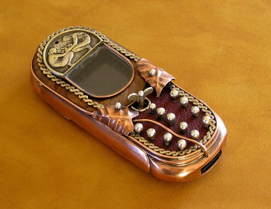 9 beginning1 Ten Incredible Steampunk Cell Phones