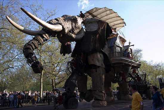 E05 The 45 Ton Mechanical Elephant That Thundered Through the Streets of London