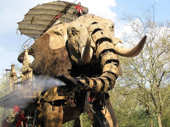E07 The 45 Ton Mechanical Elephant That Thundered Through the Streets of London