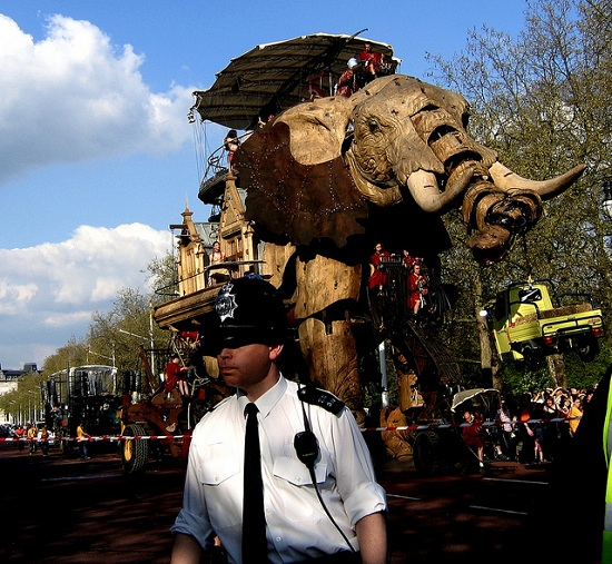 E08 The 45 Ton Mechanical Elephant That Thundered Through the Streets of London