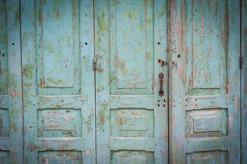 Recycling in the garden with vintage finds recyclenation for Reuse old wooden doors